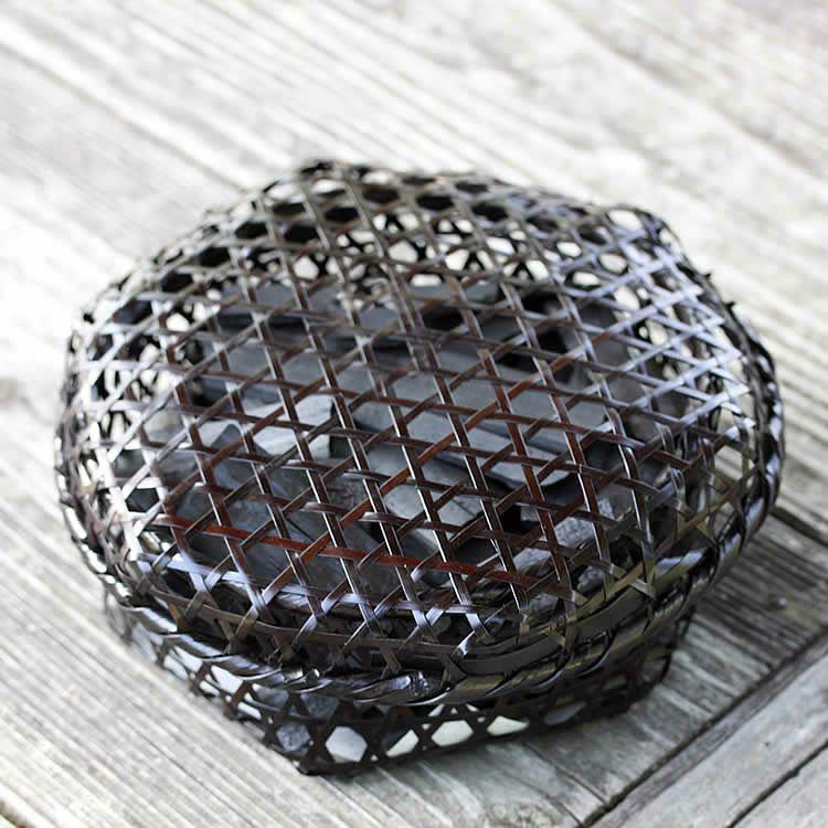 【国産・日本製】黒編み六ツ目竹炭かご(平)サイズ小